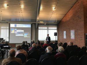 Dr. Eichler beim Vortrag zum Thema: Jede zweite Rückenoperation in Deutschland ist unnötig